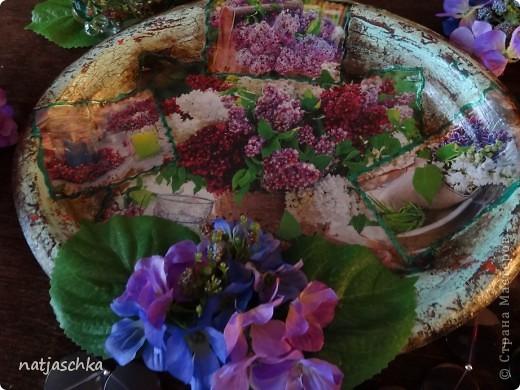 """Вот такое пано """"на скорую руку"""" получилось у меня,в подарок бабушке на кухню после ремонта,из подручных материалов-одноразовый поднос,журнальная вырезка,пластмассовые цветы. фото 2"""
