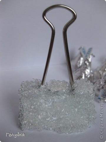 Вот такая интерьерная штучка . Снежинка в ледяном сугробе:) Вяжем снежинку , по схеме, которая вам нравится.  Крахмалим снежинку и пока она сохнет сделаем сугроб. фото 6