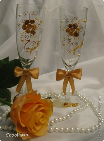 Теперь у нас свадьба бело-золотая ))))) День сурка, чесслово!!! Бокалы для молодоженов, будет много фото, я сегодня в ударе )))) фото 2