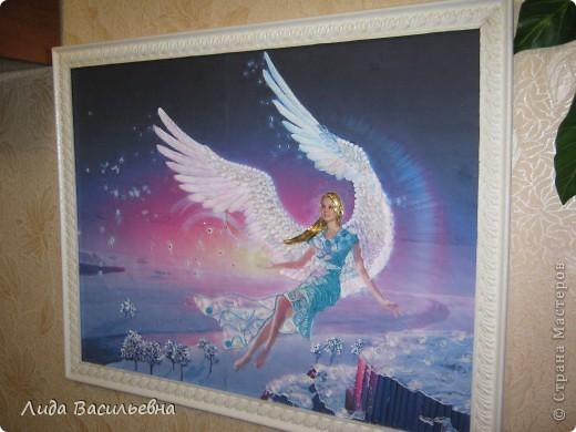 Картину с летящим ангелом я нашла в интернете. Спасибо большое худжнику (имени не знаю). Этот ангел мне показался похожим на мою старшую внучку и я решила сделать ей такой подарок ко дню рождения.  Внучка подарком очень довольна. Сказала, что подружки ей завидовали.
