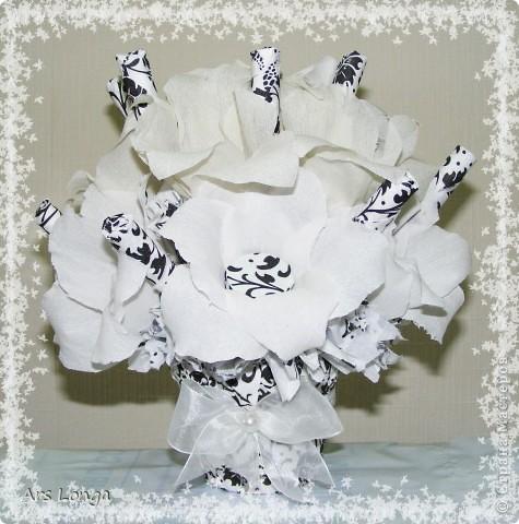 Еще один черно-белый, но сладкий, букет из конфет :)