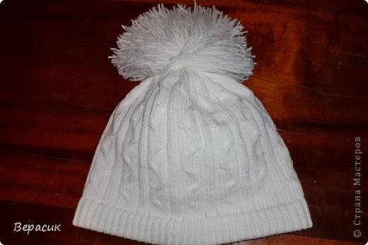 Белоснежная шапка со жгутами