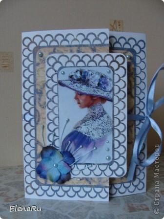 """Одна моя знакомая, соседка и замечательная рукодельница, называет эту серию портретов""""Кружево"""" я тоже открыточки с такими портретами так и назвала! Для этой заказчицы я делала мужскую открытку и сразу же обговорили открытку для мамы!Очень заказчице понравился портрет девушки в голубом, но тогда сразу бумагу подходящую я не нашла, и предложила в привычных розово-сиреневых тонах. Заготовку я сделала, а потом порылась, как оказалось, в многочисленных ЗАПАСАХ (да-да, именно  большими буквами) и нашла-таки бумажку подходящего цвета! И, опять как всегда, не смогла остановиться и выбрать и поэтому сделала две абсолютно одинаковые по форме и оформлению открытки и предоставила право выбора заказчице!  фото 1"""