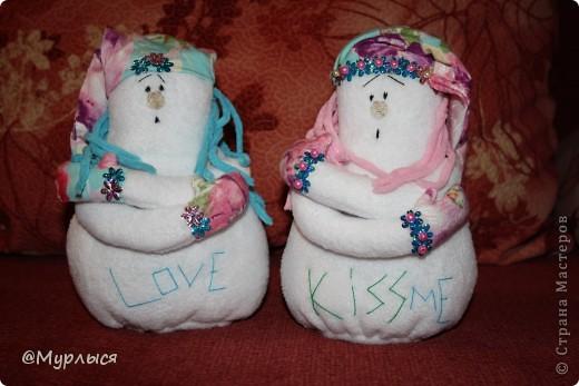 Знакомьтесь! Мои нежные снеговичанки)) в подарок к Новому году. Вдохновилась идеей из всемирного интернета и решила сотворить. Вот ссылка на оригинал, если заинтересовало)) http://www.tilda-mania.ru/forum/68-413-1