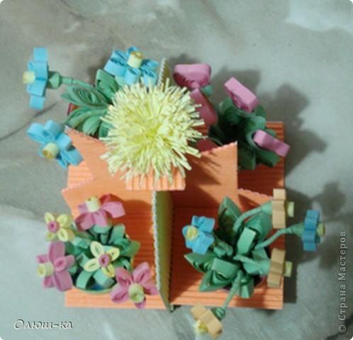 Подставочка с цветами была подарена свекрови на 8 марта (она большая любительница цветов). Сама идея подсмотрена на просторах инета и очень мне понравилась фото 1