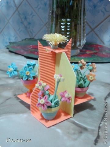 Подставочка с цветами была подарена свекрови на 8 марта (она большая любительница цветов). Сама идея подсмотрена на просторах инета и очень мне понравилась фото 2
