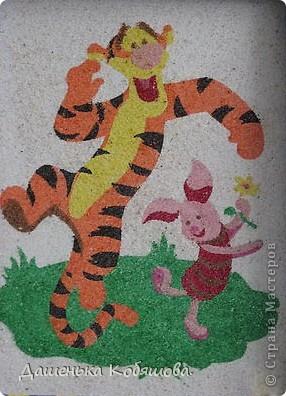 Эту картину из цветного песка делала еще летом, когда была в гостях у бабушки. фото 1