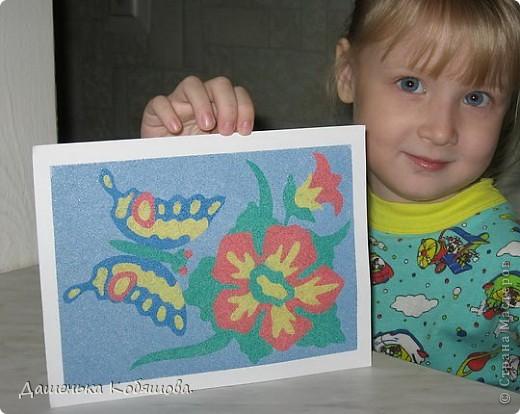Эту картину из цветного песка делала еще летом, когда была в гостях у бабушки. фото 4