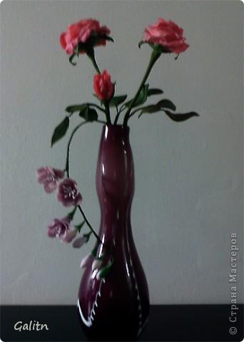 Опять потянуло на розы, Я думаю,этот цветок надо лепить сотни раз,пока он будет выглядеть достойно.Ну а этот букетик подарю в салон дочери,пусть стоит там.Извиняюсь за качество фотографий, почему то совсем плохая резкость. фото 1