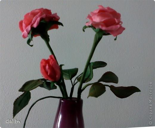Опять потянуло на розы, Я думаю,этот цветок надо лепить сотни раз,пока он будет выглядеть достойно.Ну а этот букетик подарю в салон дочери,пусть стоит там.Извиняюсь за качество фотографий, почему то совсем плохая резкость. фото 2