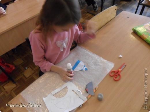 При изготовлении были использованы сетка  и обёрточная плёнка для упаковки букетов, гофрированный картон, пайетки. фото 8