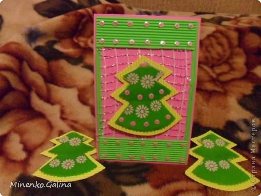 При изготовлении были использованы сетка  и обёрточная плёнка для упаковки букетов, гофрированный картон, пайетки. фото 1