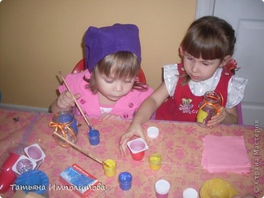 Сердечки делали все вместе ,я ,София 3г11м и Варя 2г 2м,это мы приготовились к чаепитию в честь дня мам. фото 32