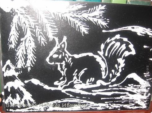 Рисование солью  сначала нужно сделать рисунок клеем ПВА на бумаге, затем засыпать всё солью, после высыхания стряхнуть лишнюю соль. фото 9
