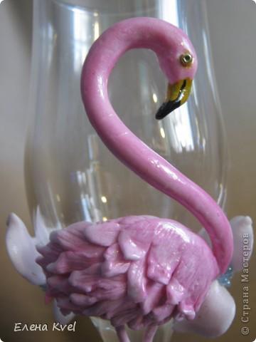 Идея сделать на свадебных бокалах Фламинго принадлежит моему мужу, а воплощение моё. Вот такой у нас тандем получился)))) фото 2