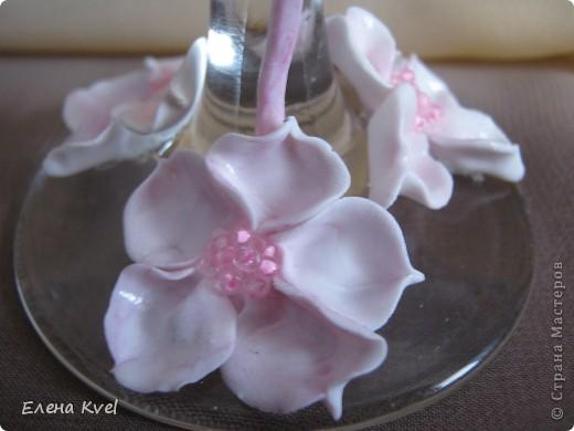 Идея сделать на свадебных бокалах Фламинго принадлежит моему мужу, а воплощение моё. Вот такой у нас тандем получился)))) фото 5