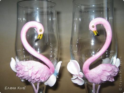 Идея сделать на свадебных бокалах Фламинго принадлежит моему мужу, а воплощение моё. Вот такой у нас тандем получился)))) фото 6