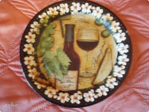вот такие  тарелочки я сделала для сестры.Огромное спасибо девочкам за салфеточки!!!!!!!!!!!!!!!!!Эту пыталась сделать как картину , состарить немного фото 3