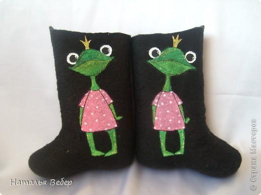 Вот так решила преобразить валенки нашей дочуры)))Лягушенции неслучайно,у нас костюм змниий именно в лягушачей тематике,тоже розово-зелёный!Вот так! фото 1