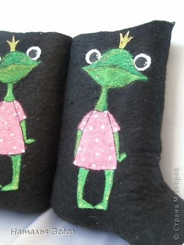Вот так решила преобразить валенки нашей дочуры)))Лягушенции неслучайно,у нас костюм змниий именно в лягушачей тематике,тоже розово-зелёный!Вот так! фото 3