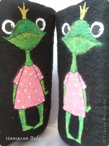 Вот так решила преобразить валенки нашей дочуры)))Лягушенции неслучайно,у нас костюм змниий именно в лягушачей тематике,тоже розово-зелёный!Вот так! фото 7