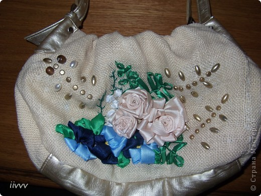 В субботу было свободное время, решила попробовать преобразить сумочку. Вот что получилось.