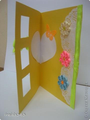 Попробовали с пятиклассниками крутить квиллинг. Получилось не очень, но решили первыми цветочками украсить открытки для мам. Освоили искусство картмейкинга фото 6