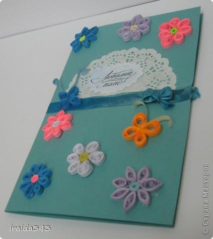 Попробовали с пятиклассниками крутить квиллинг. Получилось не очень, но решили первыми цветочками украсить открытки для мам. Освоили искусство картмейкинга фото 8