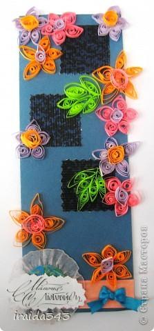 Попробовали с пятиклассниками крутить квиллинг. Получилось не очень, но решили первыми цветочками украсить открытки для мам. Освоили искусство картмейкинга фото 15