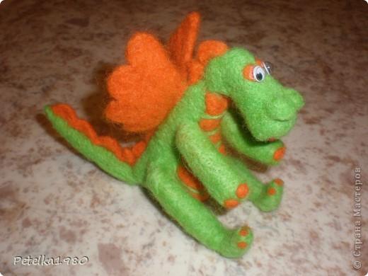Второй опыт валяния -дракончик на НГ)) фото 1