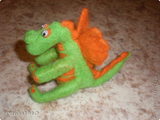 Второй опыт валяния -дракончик на НГ)) фото 3