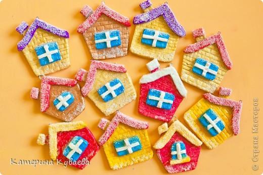 Всем снова здравствуйте!!)))) На этот раз, мы решили сделать вот такие домики и назвали их «Снежные избушки»))) Как всегда это просто и интересно))))  фото 1