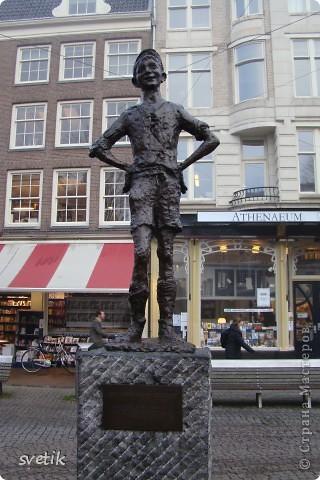 Итак, продолжим нашу прогулку по Амстердаму... Улицы узкие везде, поэтому очень много маааленьких автомобилей и , конечно, велосипедов... фото 4