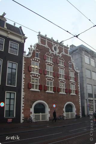 Итак, продолжим нашу прогулку по Амстердаму... Улицы узкие везде, поэтому очень много маааленьких автомобилей и , конечно, велосипедов... фото 5
