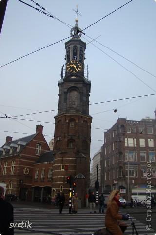 Итак, продолжим нашу прогулку по Амстердаму... Улицы узкие везде, поэтому очень много маааленьких автомобилей и , конечно, велосипедов... фото 7