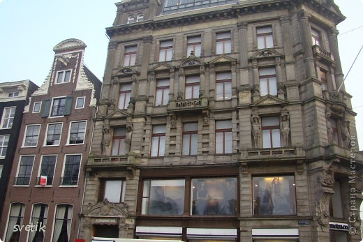 Итак, продолжим нашу прогулку по Амстердаму... Улицы узкие везде, поэтому очень много маааленьких автомобилей и , конечно, велосипедов... фото 8