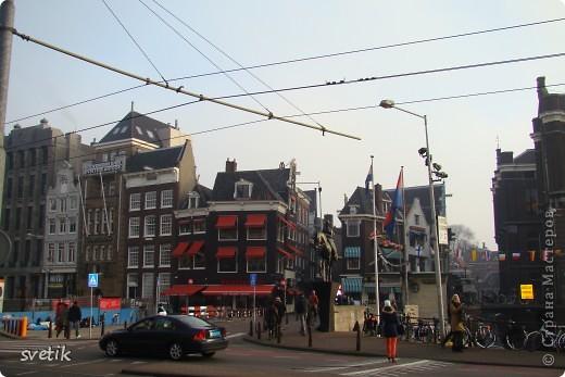 Итак, продолжим нашу прогулку по Амстердаму... Улицы узкие везде, поэтому очень много маааленьких автомобилей и , конечно, велосипедов... фото 12