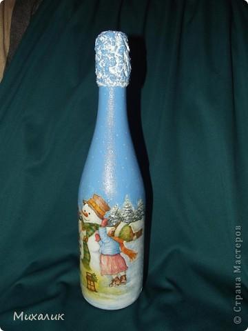 Эта бутылочка далась мне тяжелее, чем предыдущие: дважды рвалась салфетка, да и складочек не удалось избежать. Но, всё равно, буду учиться дальше. фото 2