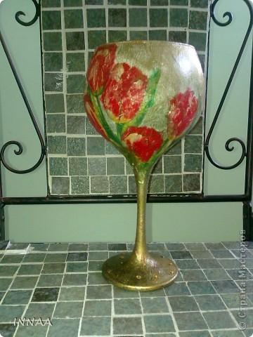 ВАЗА ДЛЯ ПЛАВАЮЩИХ СВЕЧЕЙ Свечи помещают в широкую низкую посуду: хрустальную вазу, широкий бокал, стеклянную креманку, цветную салатницу, гармонирующую по цвету со скатертью, или даже в суповую миску, наполненные водой.  . фото 1