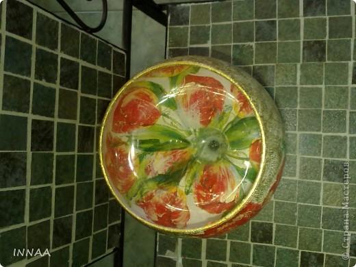 ВАЗА ДЛЯ ПЛАВАЮЩИХ СВЕЧЕЙ Свечи помещают в широкую низкую посуду: хрустальную вазу, широкий бокал, стеклянную креманку, цветную салатницу, гармонирующую по цвету со скатертью, или даже в суповую миску, наполненные водой.  . фото 2