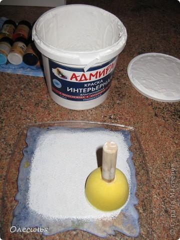 Для работы понадобится: •Чистая, обезжиренная тарелка •3-х слойная салфеточка •клей для декупажа  •акриловая краска •обычные салфетки •краски для марморирования •акриловые лак •уайт-спирит •ёмкость с водой для марморирования  фото 2