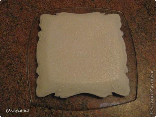 Для работы понадобится: •Чистая, обезжиренная тарелка •3-х слойная салфеточка •клей для декупажа  •акриловая краска •обычные салфетки •краски для марморирования •акриловые лак •уайт-спирит •ёмкость с водой для марморирования  фото 3