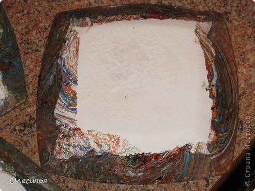 Для работы понадобится: •Чистая, обезжиренная тарелка •3-х слойная салфеточка •клей для декупажа  •акриловая краска •обычные салфетки •краски для марморирования •акриловые лак •уайт-спирит •ёмкость с водой для марморирования  фото 7