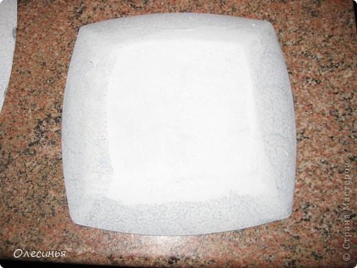 Для работы понадобится: •Чистая, обезжиренная тарелка •3-х слойная салфеточка •клей для декупажа  •акриловая краска •обычные салфетки •краски для марморирования •акриловые лак •уайт-спирит •ёмкость с водой для марморирования  фото 8