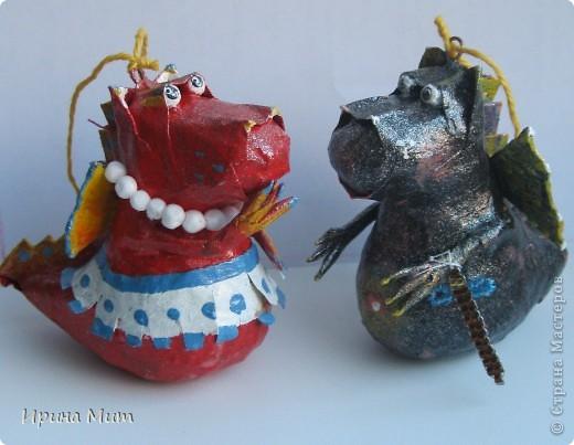 Дракоши выполнены с пятилетним ребенком в технике папье-маше. Прототип этих драконов взят у Татьяны Сысоевой -  https://stranamasterov.ru/node/249555. Спасибо ей за идею и МК! фото 4