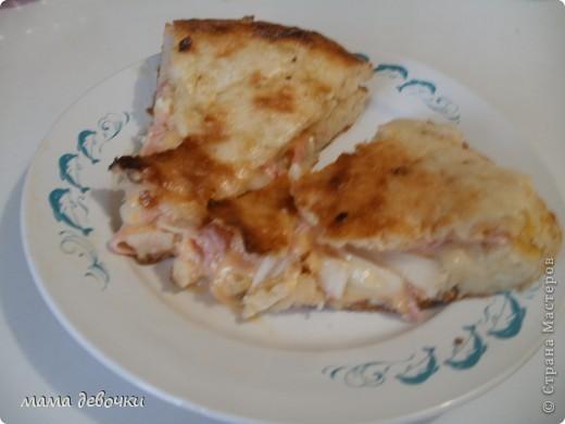 Мешочек с картошечкой. слоеное тесто (у меня магазинское), раскатываем, заранее приготовленное пюре раскладываем на подготовленное тесто, формируем мешочек и посыпаем сыром и в духовку до румяной корочки!! фото 3