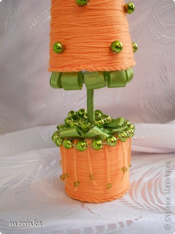 У меня выросла вот такая елка-морковка))))) Мне так понравилось делать елочки из ниток, что просто не могу остановиться)) фото 2