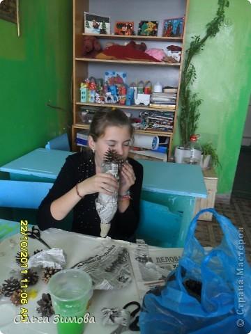 Моим ученицам-девочкам очень понравились мои летние работы из природного материала. И они попросили меня научить их на занятиях кружка  самим  делать такие панно. За основу взяли рамки от старых неработающих часов. В итоге  у нас получились такие прекрасные работы.  фото 15