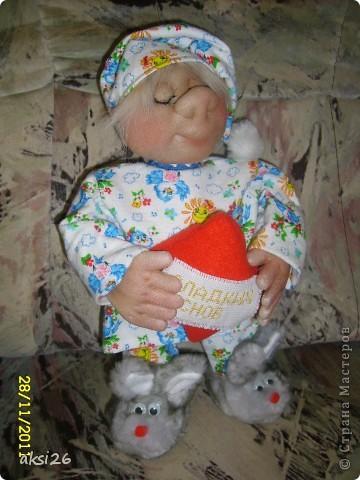 Урра!!!! Наконец-то я усыпила своего Сплюшкина!!!! Пока шила и сказки рассказывала, и стихи читала и песенки пела и он наконец-то уснул. А пока спал я быстренько сделала по многочисленным просьбам МК по тапочкам -зайчикам. фото 17