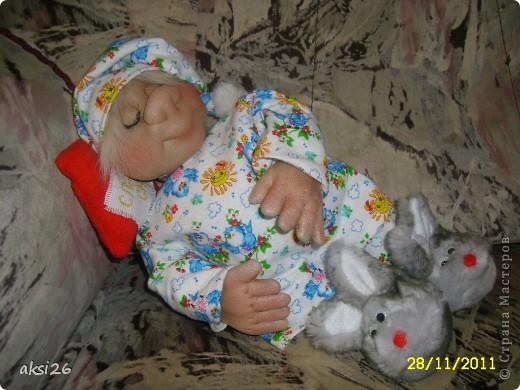 Урра!!!! Наконец-то я усыпила своего Сплюшкина!!!! Пока шила и сказки рассказывала, и стихи читала и песенки пела и он наконец-то уснул. А пока спал я быстренько сделала по многочисленным просьбам МК по тапочкам -зайчикам. фото 16